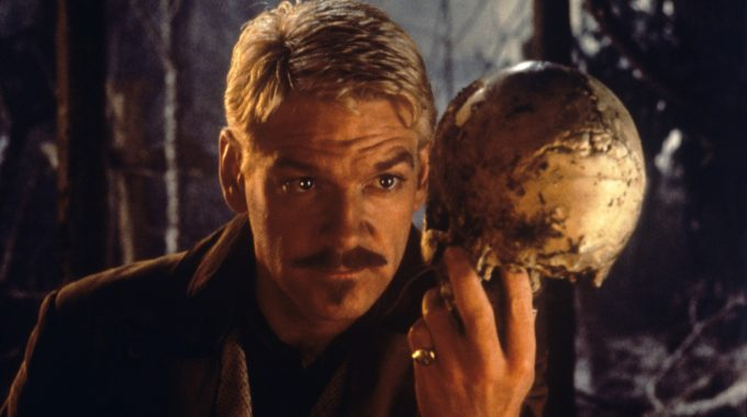 The British Actor And Director Kenneth Branagh Holding A Skull In His Hand In Hamlet. 1996 (Photo By Mondadori Portfolio Via Getty Images)